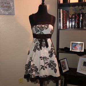 Dresses & Skirts - Pinup style brown floral dress
